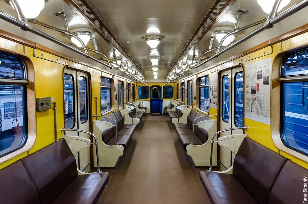 нее новые вагоны в метро санкт петербурга фото из-за